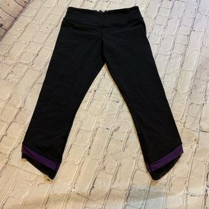 Lululemon black crop legging  4 purple black mesh